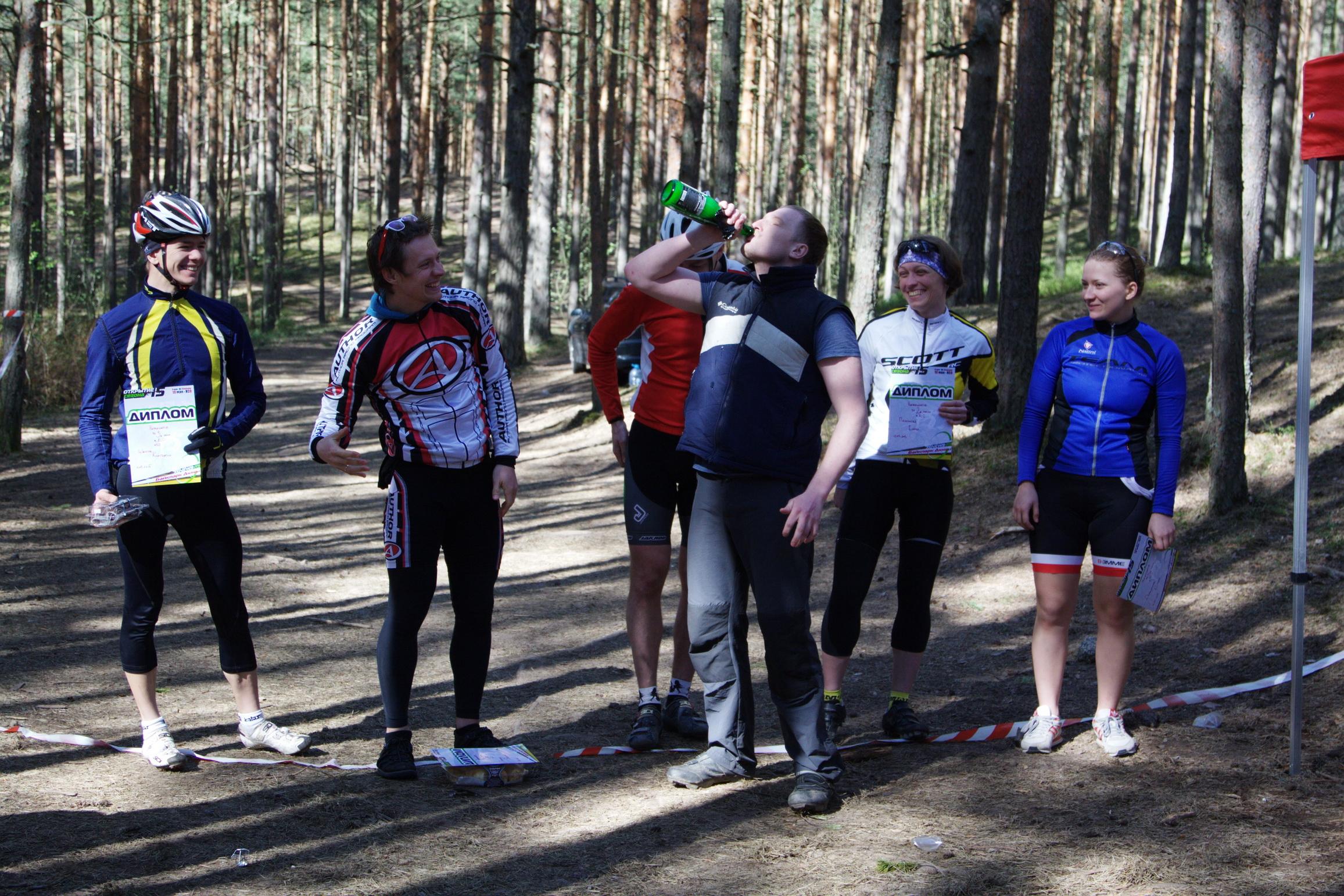Елена Давыдова на награждении после гонки кросс-кантри в Дюнах