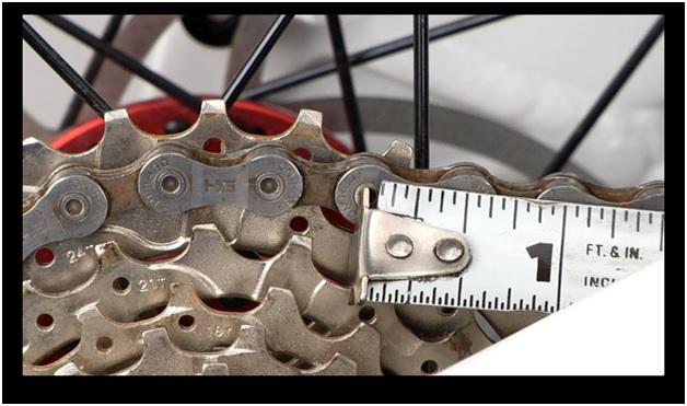 определение износа цепи с помощью рулетки