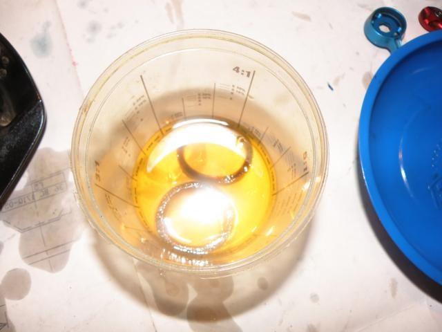 Пропитываем поролоновые кольца свежим вилочным маслом 10W.