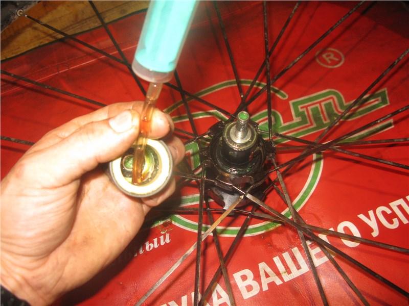 смазка подшипников велосипедных втулок.